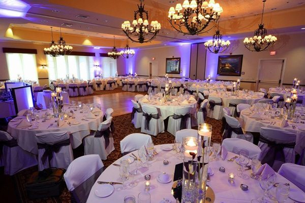 banquet-halls-are-great-for-dinner-and-dancing-600x400