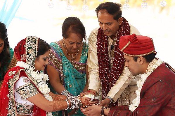 Arti-Bhatt-&-Anand-Bhatt_REALWEDDINGS