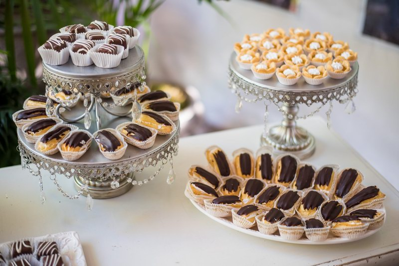 Wedding Sweet Tables Dessert Station Themes Tips Fruits: Dessert Table Ideas: Pastries And Candy Stations