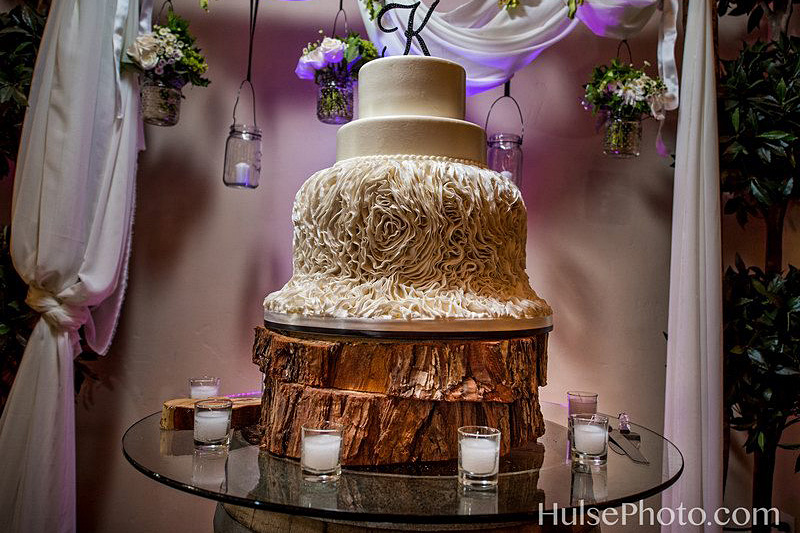 HulsePhoto.com - Wedding Cake at Wilson Creek Winery